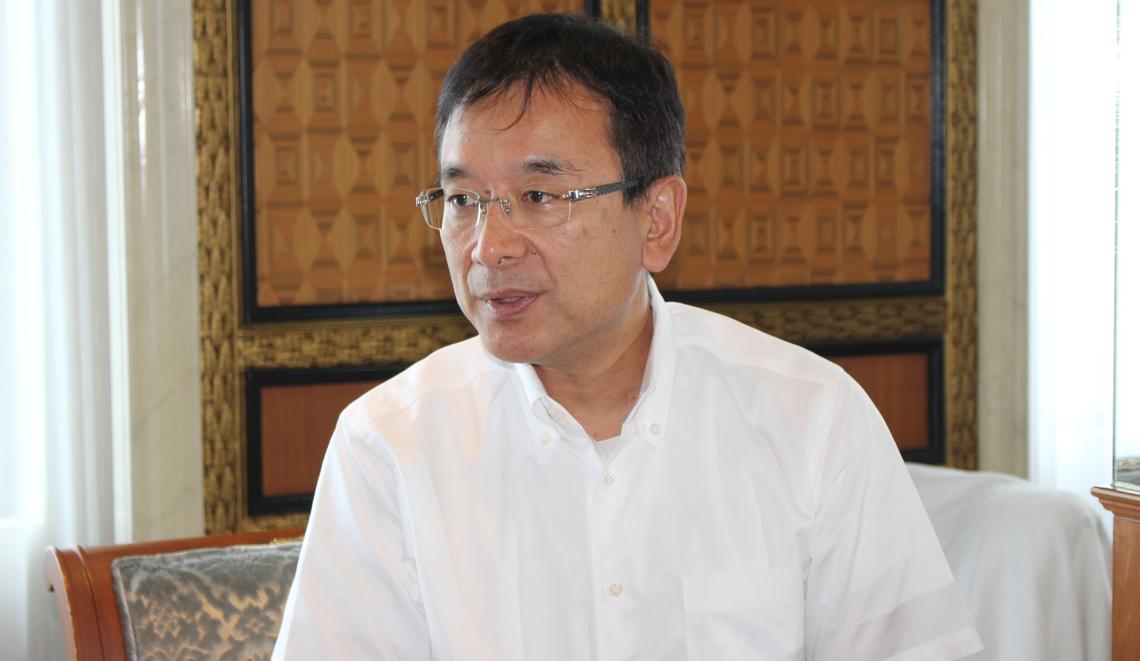 バンコクで取材に応じ、アジア戦略について語る村井チェアマン(NNA撮影)