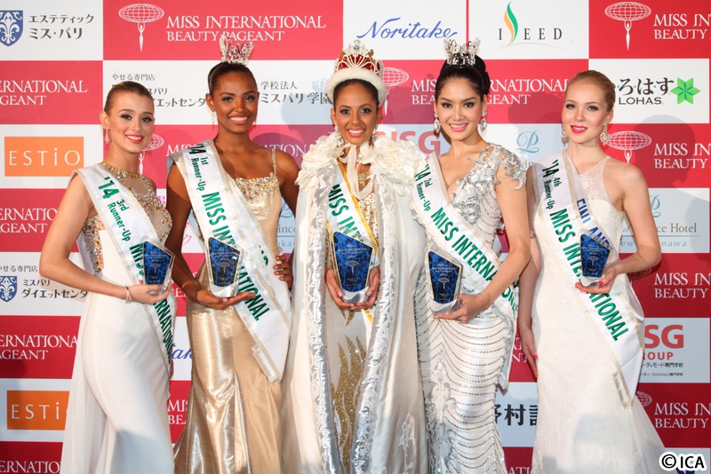 左からイギリス代表、コロンビア代表、バレリーさん、タイ代表、フィンランド代表