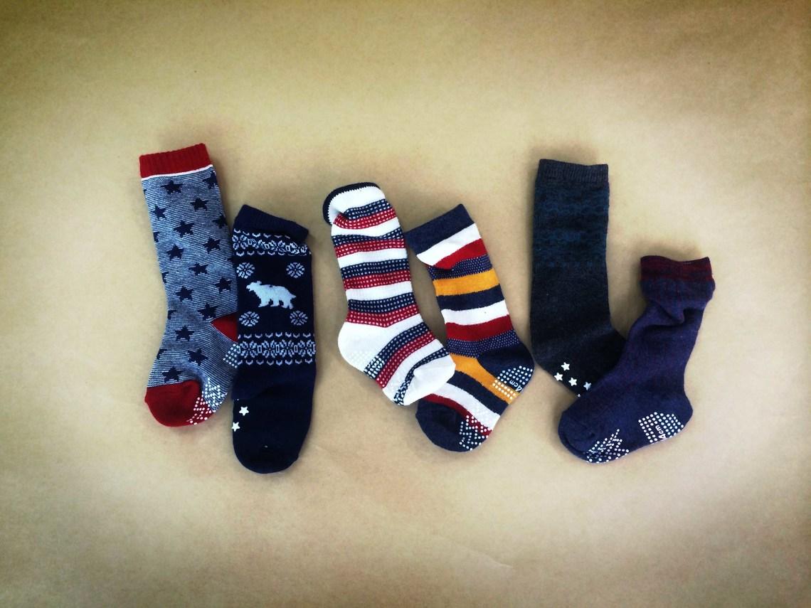 ばらばらの靴下を3つ1組で売ったらどうなるだろう?「リトルミスマッチ」