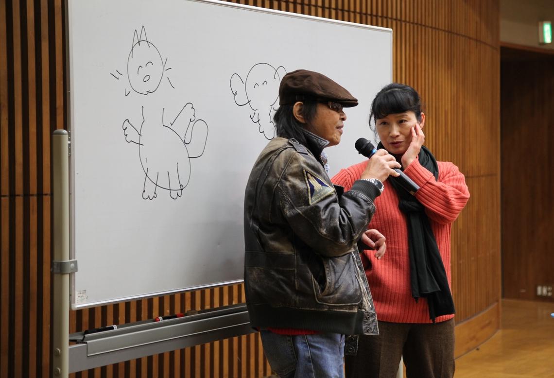 ナマエ氏(左)