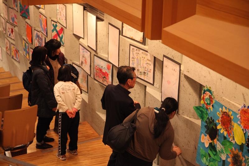 会場には多くのアートが展示された