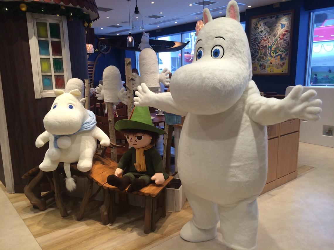 香港1号店のオープンを記念してお祝いに駆け付けたムーミン。 (ベネリック提供)©Moomin Characters TM