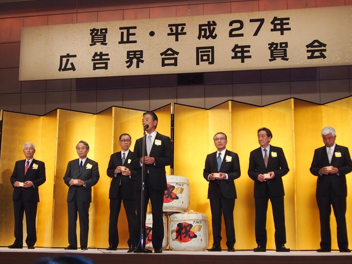 共催者団体を代表してあいさつに立つ全広連の大平理事長(中央)