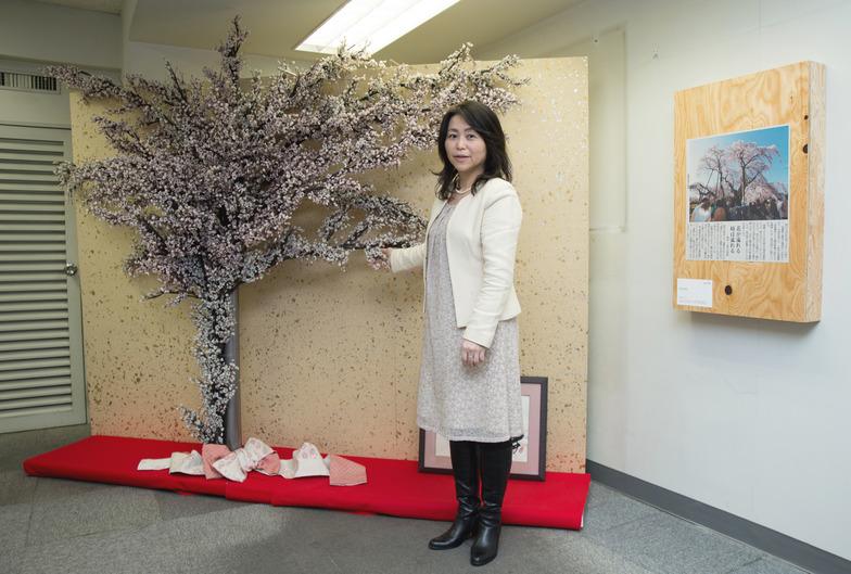 下長瀬さんの呼びかけで参加した人たちがビーズで作った桜