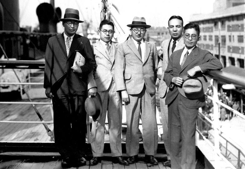 1935年上海埠頭に到着した吉田。長崎丸の甲板で